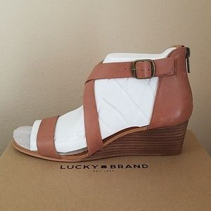 NIB-AMAZING LUCKY BRAND TAN LEATHER STRAPPY SANDAL